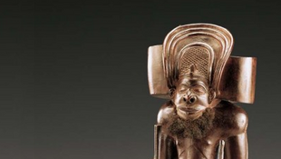 Chibinda Ilunga - Angola (statuette en bois, cheveux et pigments), une des oeuvres exposée au musée Dapper à Paris jusqu'en juillet 2011.