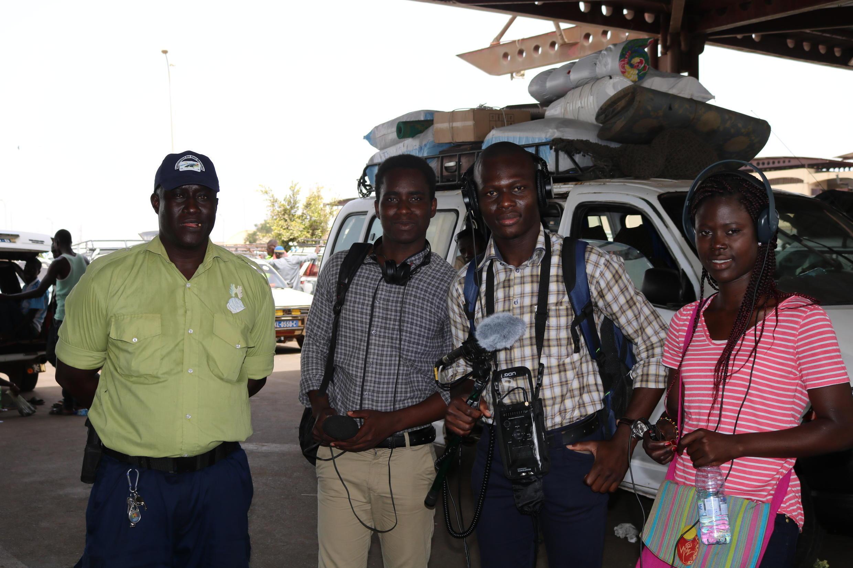 Antoine Sarr, Charlie Kouagou et Cheick Omar Bandaogo, élèves de l'E-Jicom.