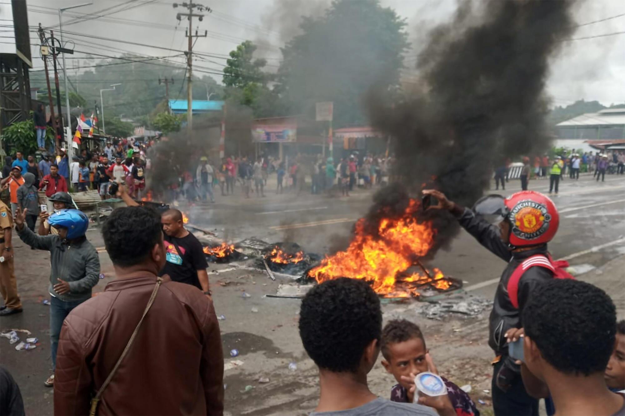 Des émeutes ont éclaté le 19 août à Manokwari, en Papouasie, le 19 août 2019.