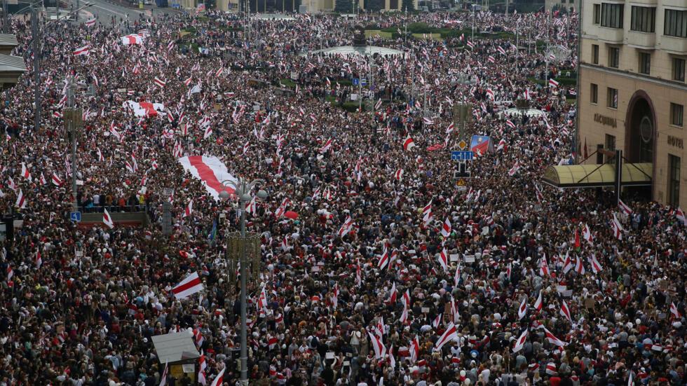 8月23日,明斯克独立广场游行的人群