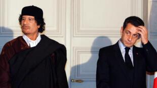Tsohon Shugaban Faransa Nicolas Sarkozy tareda marigayi Kanal Muammar  Gaddafi na Libya a shekara ta 2007
