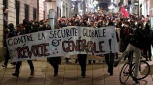 На фоне эпидемии коронавируса 85% французов опасаются «социального взрыва».