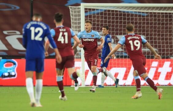 Dan wasan kungiyar West Ham Andriy Yarmolenko, yayin murnar jefa kwallo ta 3 a ragar Chelsea.