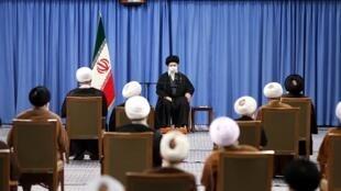 آیت الله خامنه ای در دیدار با نمایندگان مجلس خبرگان