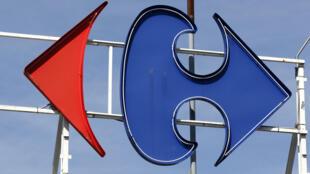 2012年8月29日在巴黎南郊L'Hay-les-Roses拍摄的法国零售巨头家乐福超市的标志。