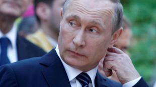 Количество россиян, симпатизирующих президенту Путину, по сравнению с мартом прошлого года сократилось.