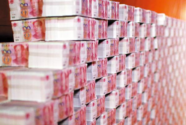 图为人民币堆砌成墙图