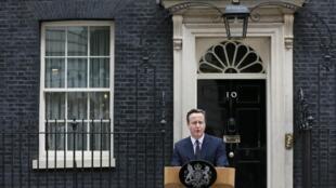 David Cameron continuará habitando o 10 Downing Street.