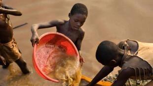 sukaaɓe gollooɓe asgol kanŋe to Congo