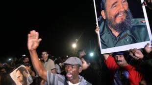 Le cortège funèbre avec les cendres de Fidel Castro a passé la nuit à Santa Clara où eut lieu en décembre 1959 une bataille importante des «barbudos» conduits par le Che Guevara.