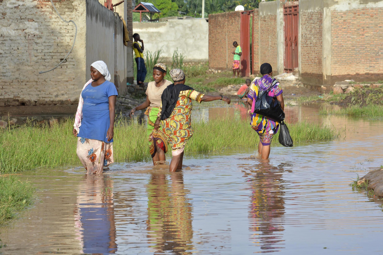 Les habitants de Butere, au nord-ouest de Bujumbura, avaient encore les pieds dans l'eau, vendredi 17 mars 2017.
