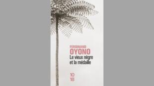 """Couverture du roman """"Le vieux nègre et la médaille"""" de Ferdinand Oyono."""