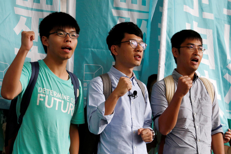 Da esquerda para direita: os estudantes Joshua Wong, Nathan Law e Alex Chow, líderes da Revolução do Guarda-Chuvas.