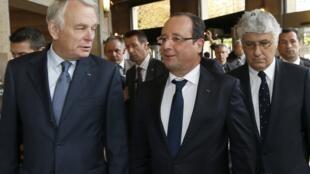 O presidente francês, François Hollande(a direita) e o primeiro-ministro Jean-Marc Ayrault.