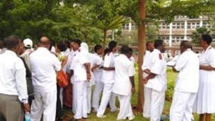 Wauguzi wa Hospitali ya taifa Muhimbili nchini Tanzania wakiwa kwenye mgomo