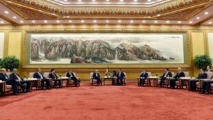 Ông Tập Cận Bình tiếp các phái đoàn nước ngoài trong buổi lễ thành lập ngân hàng AIIB 29/06/2015 - REUTERS