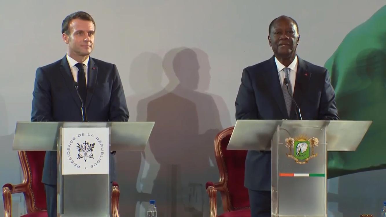 Shugaban kasar Faransa Emmanuel Macron da takwaransa na Cote d'Ivore Alasan Outtara yayin tattabatar da sauya CFA zuwa ECO