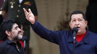 El presidente Hugo Chávez justificó su decisión de romper relaciones con Colombia en presencia del entrenador de la selección argentina Diego Maradona.