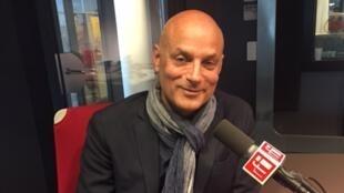 Daniel Mendelsohn en studio à RFI (octobre 2017).