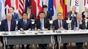 從左到右特朗普,安倍,習近平,WTO總幹事阿澤維多,澳洲總理莫里森2019年6月28日大阪G20峰會數字經濟會議