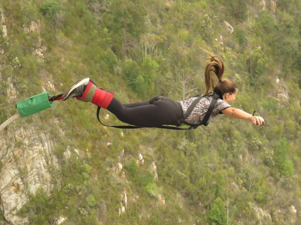 Renata Gatto veio passar dois meses na África do Sul e saltou da maior ponte de bungee jump do mundo.
