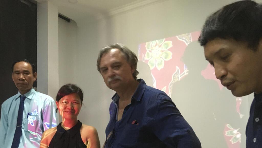 Soko Phay et Patrick Nardin présentent l'exposition «Landscapes afterwar(d)s» à l'Université royale des Beaux-Arts de Phnom Penh.