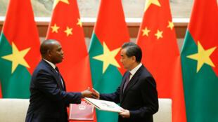 中国外交部长王毅26日同布基纳法索外长巴里会面资料图片