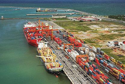 A investigação teve início em maio de 2017, após a apreensão, no porto brasileiro de Santos, de 690 quilos de cocaína em um contêiner refrigerado com destino a Montoir-de-Bretagne, porto próximo a Nantes, no oeste da França.