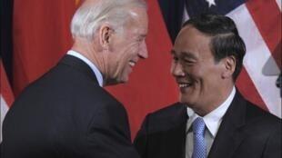 Pekín: el vice presidente norteamericano Joe Biden y su homólogo chino, Wang Qishan, el 18 de agosto de 2011.