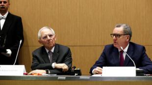 Os presidentes da Assembleia Nacional francesa, Richard Ferrand (LREM, partido do presidente Emmanuel Macron), e do Bundestag, Wolfgang Schäuble (CDU, partido da chanceler Angela Merkel), assinaram o acordo parlamentar para a criação da nova Assembleia.