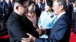 文在寅與金正恩4月27日在板門店會面開啟兩韓關係新局面