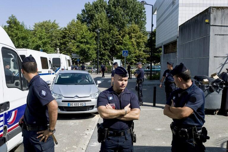Strong police presence in the Paris suburb of Trappes in July 2013 AFP/Fred Dufour