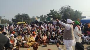 Manifestation des paysans du Pendjab à l'entrée de New Delhi pour manifester contre la libéralisation de l'agriculture
