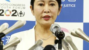 A ministra da Justiça do Japão, Masako Mori, fala a repórteres em Tóquio, Japão, em 6 de janeiro de 2020.