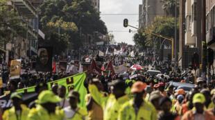 Des milliers de Sud-Africains ont défilé jeudi 23 avril à Johannesburg contre la xénophobie.