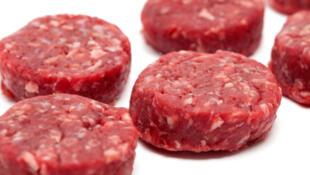 Les steaks hachés sont fait à partir de morceaux avant du bœuf, moins nobles.