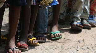 (illustration) Enfants dans une cour d'école.