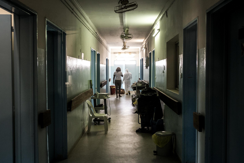 Dans les couloirs de l'hôpital Fann à Dakar, le 1er avril 2020.