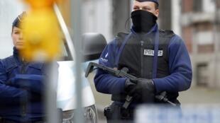 Polícia belga vai reforçar a vigilância de suspeitos de envolvimento com atividades terroristas.