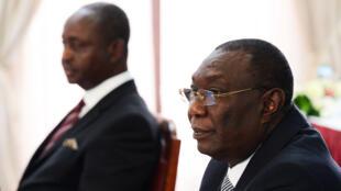 Les anciens présidents centrafricains Michel Djotodia (d) et François Bozizé (g), le 14 avril 2015 à Nairobi.
