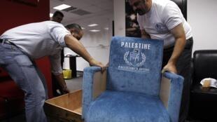 Des Palestiniens ont décidé, en août 2011, de fabriquer eux-mêmes un siège similaire à ceux des membres à l'ONU, et de l'adresser aux Etats-Unis et à d'autres pays, comme un symbole de leur volonté d'être reconnus comme citoyens d'un Etat indépendant.