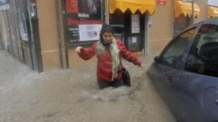 Dans une rue de Gênes, le 4 novembre 2011.