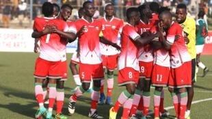 Wachezaji wa Harambee Stars wakishangilia baada ya ushindi wa taji CECAFA.