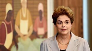 La présidente du Brésil Dilma Roussseff suspendue provisoirement, au palais d'Alvorada, le 14 juin 2016.