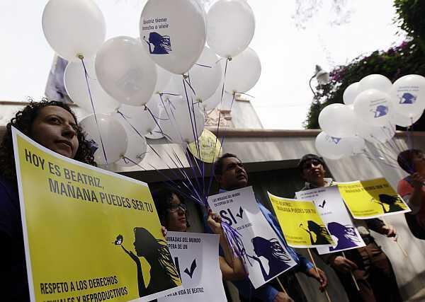 Manifestación de Amnistía Internacional frente a la embaja de El Salvador en México, el 29 de mayo de 2013.