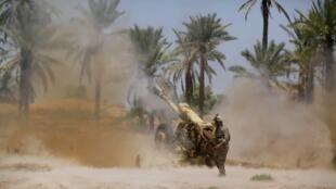 Combats entre les forces de sécurité irakiennes et les combattants de l'EIIL à Jurf al-Sakhar, le 14 juin 2014.