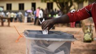 Moçambique vive uma campanha eleitoral violenta com mortes e detenções