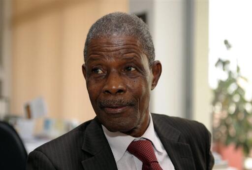 Le futur Premier ministre et ancien porte-parole de l'opposition guinéenne, Jean-Marie Doré à Dakar, le 17 décembre 2009.
