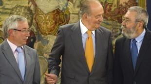 El rey Juan Carlos con Ignacio Fernández Toxo y Cándido Méndez.