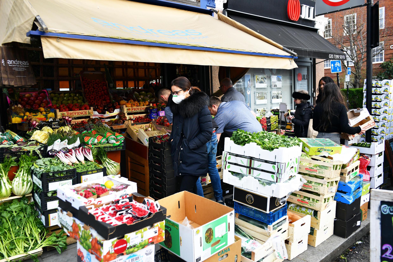 مصرف میوه و سبزیجاتی که به ویروس کرونا آلوده باشند، برای سلامت انسان بسیار خطرناک است و سبب ابتلا به این ویروس خواهد شد